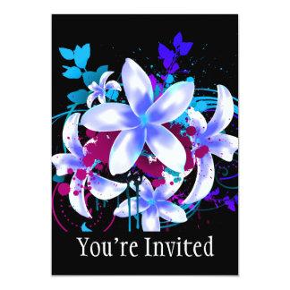 Remous et floc magenta de grunge de fleurs bleues carton d'invitation  12,7 cm x 17,78 cm