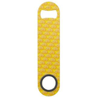 Remous sur l'ouvreur de bouteille jaune de vitesse