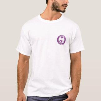 Rempli de combustible par un T-shirt d'hommes