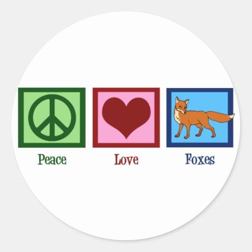 Renards d'amour de paix adhésif rond