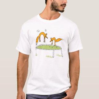 Renards sur le trempoline t-shirt