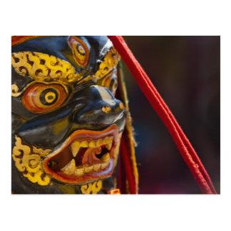 Représentation de danse de masque au festival de carte postale