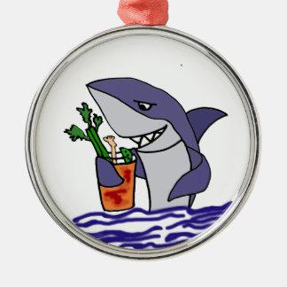 Requin drôle buvant Mary sanglante Ornement Rond Argenté
