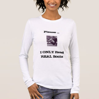 réserve des femmes de T-shirt de librairie