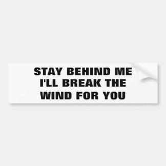 Restez derrière moi, je cassera le vent pour vous autocollant de voiture