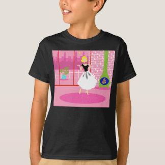 Rétro dans le T-shirt rose