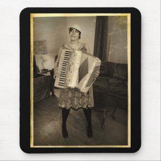 Rétro fille d'accordéon tapis de souris