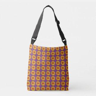 Rétro jaune de marguerite sur le sac pourpre de
