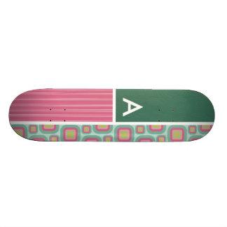 Rétro motif de rose et de menthe planche à roulette
