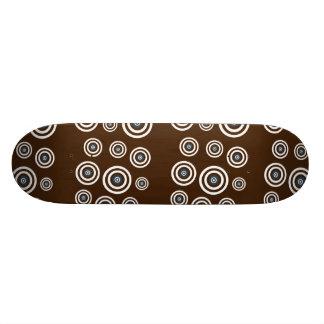 Rétro planche à roulettes fraîche de vieille école skateboards customisés