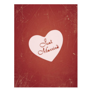 Rétro style vintage juste marié sur le rouge carte postale