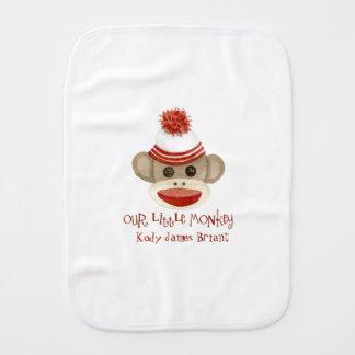 Rétros cadeaux de bébé de casquette de bas du linge de bébé
