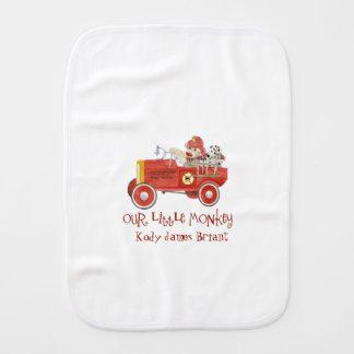 Rétros cadeaux de bébé de pompe à incendie du linge de bébé