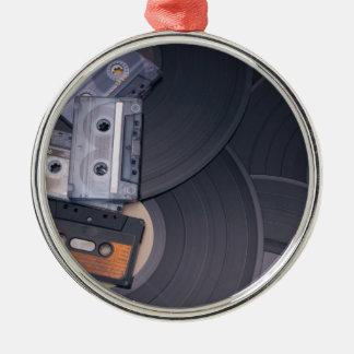 rétros enregistreurs à cassettes et disques vinyle ornement rond argenté