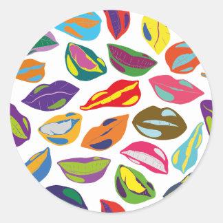 Rétros lèvres colorées psychopathes de motif sticker rond