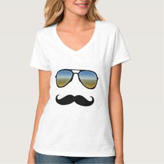 Rétros lunettes de soleil avec la moustache t-shirt