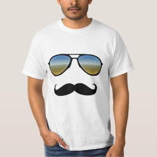 Rétros lunettes de soleil drôles avec la moustache t-shirt