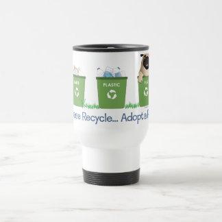 Réutilisez, veuillez adoptez un carlin mug de voyage