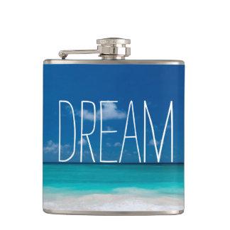 Rêve des cieux bleus et des plages blanches flasques
