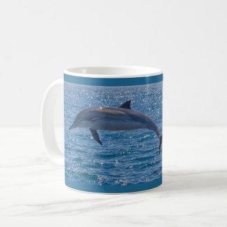 Rêver de la tasse de café de dauphin de la