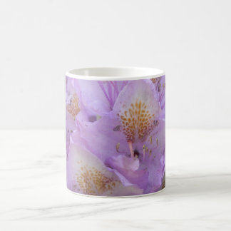 Rhododendron léger de prune au printemps mug