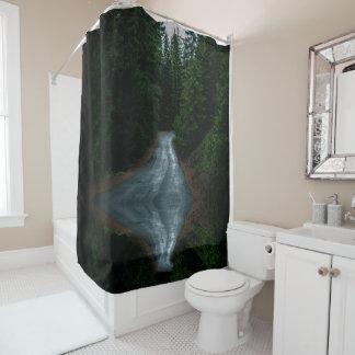 Rideau en douche de chemin forestier