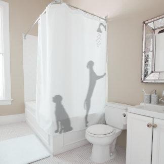 Rideaux De Douche Chiens dans la douche derrière l'amusement drôle