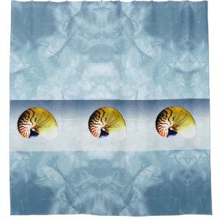 Rideaux De Douche Coquillages tropicaux de nautilus dans l'eau de