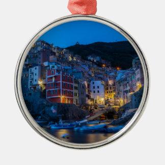 Riomaggiore la nuit Cinque Terre Ligurie Italie Ornement Rond Argenté