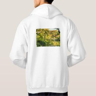 Rivage d'un petit lac veste à capuche