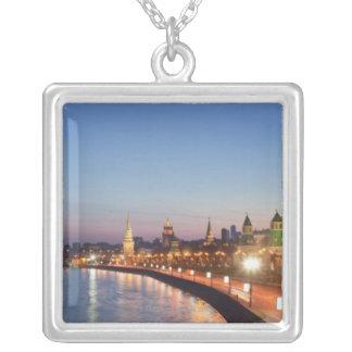 Rivière de Moscou au crépuscule Pendentif Carré