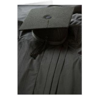 Robe de casquette d'obtention du diplôme carte de vœux