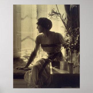 robe élégante de femme de mode des années 1920 posters