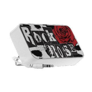Roche et haut-parleurs roses de signature