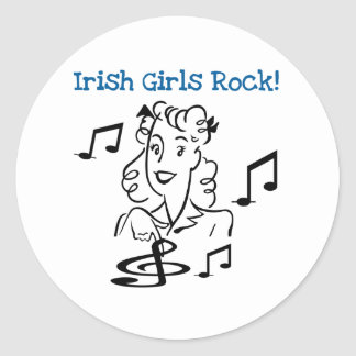 Roche irlandaise de filles autocollant rond