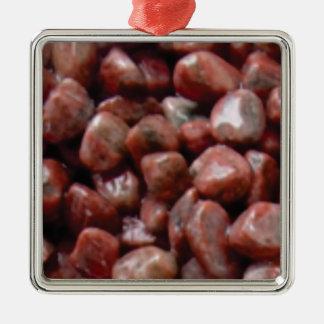 roche rouge lisse ornement carré argenté