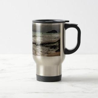 Roches sur le beach02 mug de voyage