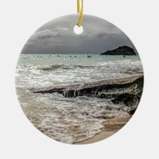 Roches sur le beach02 ornement rond en céramique