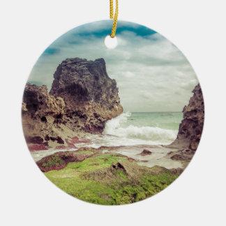 Roches sur le beach03 ornement rond en céramique