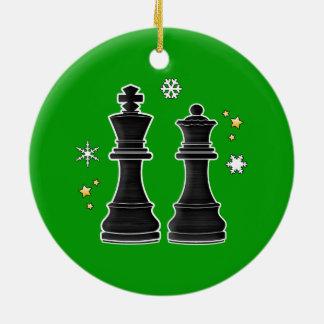 Roi et reine d'échecs à Noël Ornement Rond En Céramique