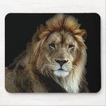 Roi fier du règne animal tapis de souris