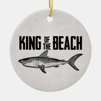 Roi vintage personnalisé de plage de requin ornement rond en céramique