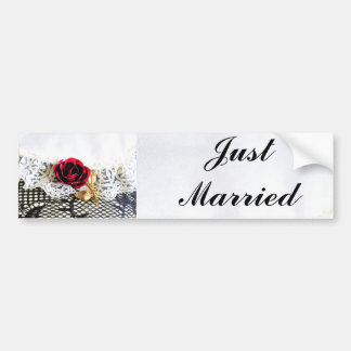 Romantique s'est levé juste marié autocollant de voiture