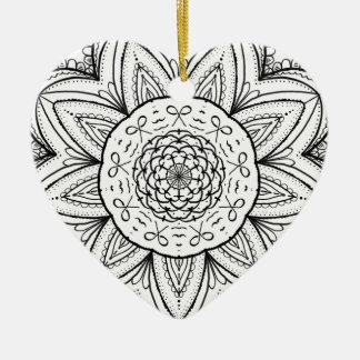 Rond noir et blanc de mandala tiré par la main de ornement cœur en céramique