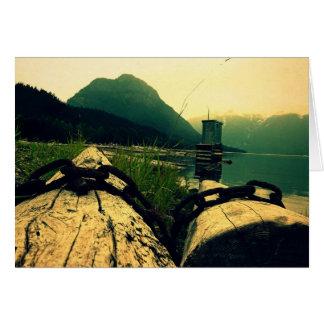 Rondins enchaînés au lac carte de vœux