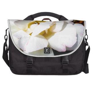 Rose blanc sur l'ordinateur portable noir Satchel  Sacoches Pour Ordinateurs Portables