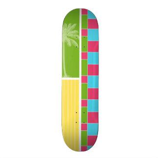 Rose bleu tropical vert et jaune skateboard
