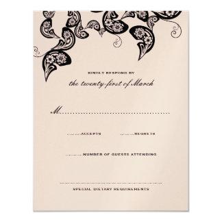 Rose chic floral de noir de paon épousant la carte carton d'invitation 10,79 cm x 13,97 cm