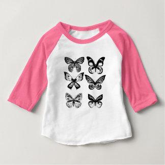 Rose de T-shirt de concepteurs avec des papillons