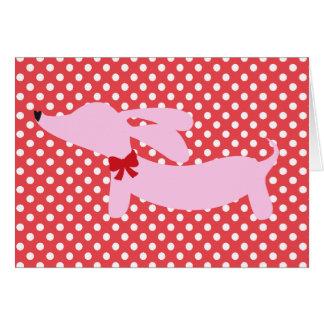 Rose de teckel avec la carte rouge de pois d'arc